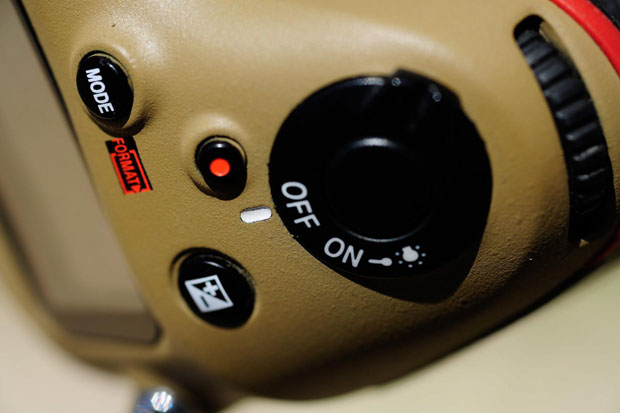 Photographer Gives His Nikon Gear a DIY Desert Mirage Lizard Paint Job Du6Mf2t