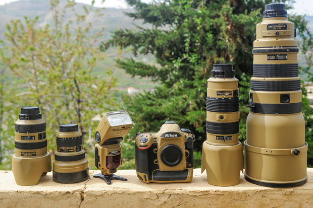 Photographer Gives His Nikon Gear a DIY Desert Mirage Lizard Paint Job GLVAt6F