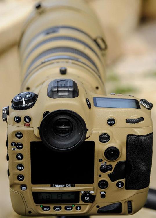 Photographer Gives His Nikon Gear a DIY Desert Mirage Lizard Paint Job ds9oSQ3