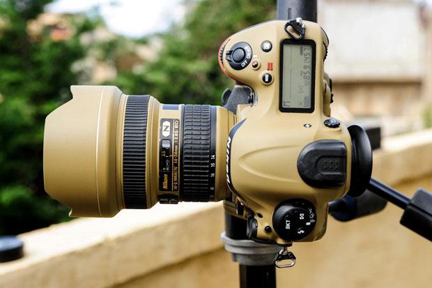 Photographer Gives His Nikon Gear a DIY Desert Mirage Lizard Paint Job qYOMtjW