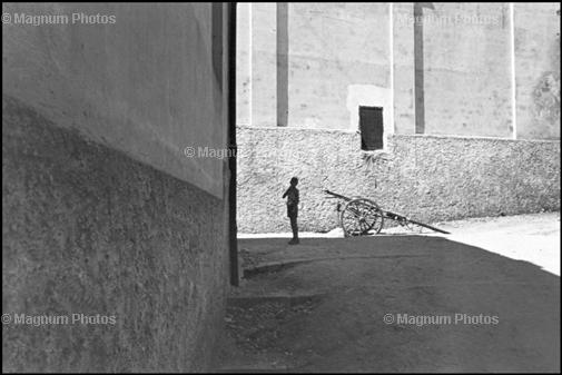 Learn Composition from the Photography of Henri Cartier Bresson Henri Cartier Bresson Shadow 001