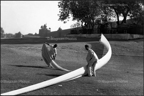 Learn Composition from the Photography of Henri Cartier Bresson Henri Cartier Bresson Diagonal 009