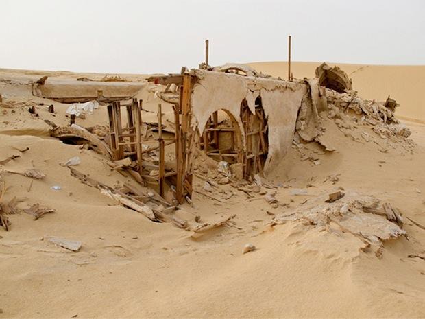 Photo Series Visits Abandoned Star Wars Film Sets in the Tunisian Desert starwars2