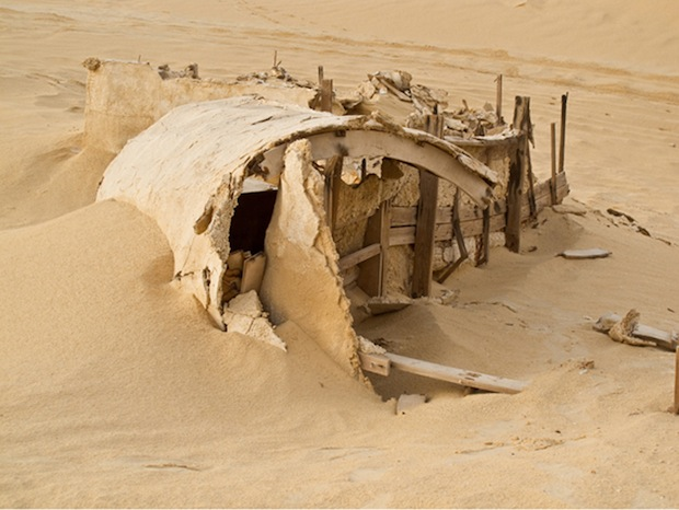 Photo Series Visits Abandoned Star Wars Film Sets in the Tunisian Desert starwars4