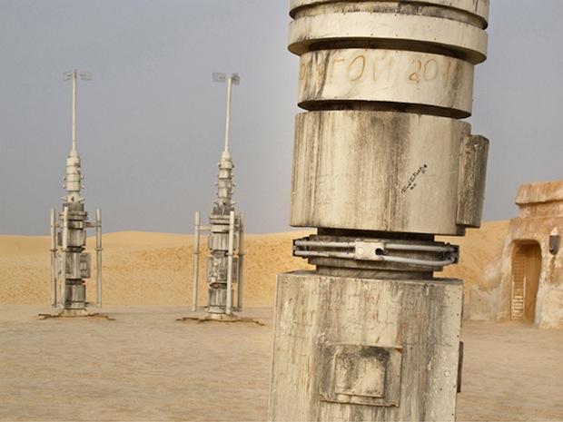 Photo Series Visits Abandoned Star Wars Film Sets in the Tunisian Desert starwars5