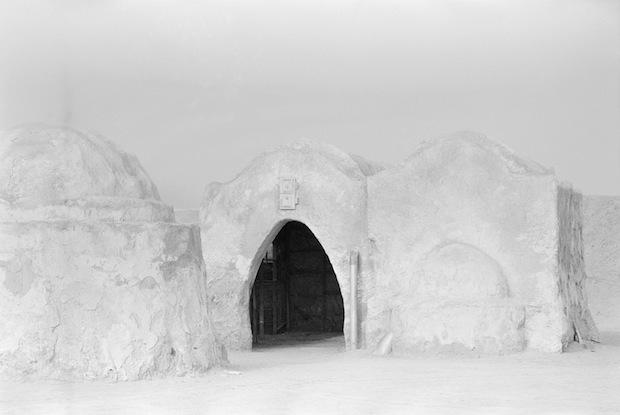 Photo Series Visits Abandoned Star Wars Film Sets in the Tunisian Desert starwars13