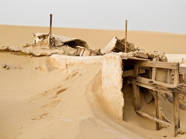 Photo Series Visits Abandoned Star Wars Film Sets in the Tunisian Desert starwars3