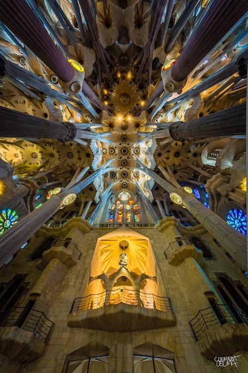 Stunning Wide Angle Photographs of the Interior Architecture of La Sagrada Família churchroof1