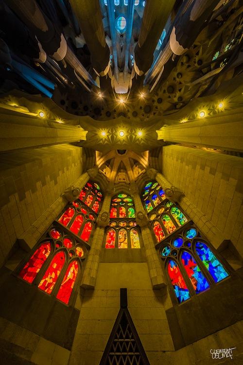Stunning Wide Angle Photographs of the Interior Architecture of La Sagrada Família churchroof3