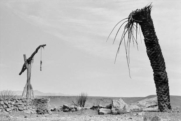 Photo Series Visits Abandoned Star Wars Film Sets in the Tunisian Desert starwars12
