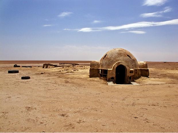 Photo Series Visits Abandoned Star Wars Film Sets in the Tunisian Desert starwars6
