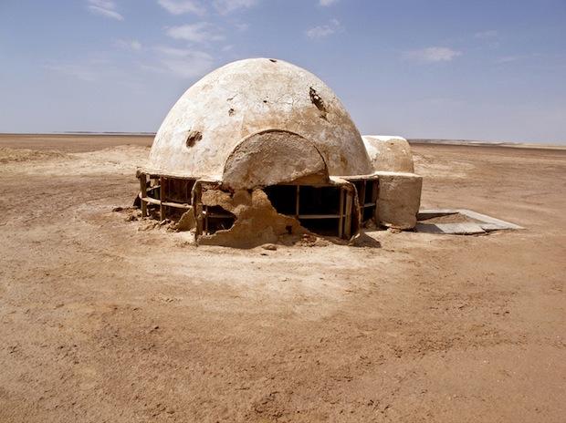 Photo Series Visits Abandoned Star Wars Film Sets in the Tunisian Desert starwars7