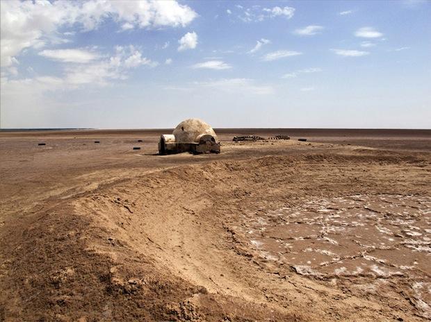 Photo Series Visits Abandoned Star Wars Film Sets in the Tunisian Desert starwars11