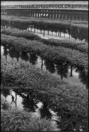 Learn Composition from the Photography of Henri Cartier Bresson Henri Cartier Bresson Waiting 001