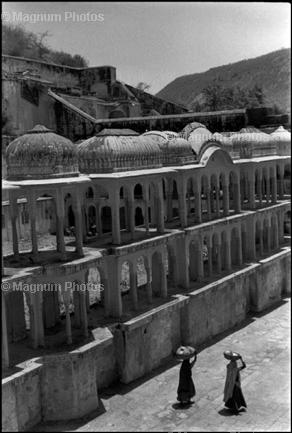 Learn Composition from the Photography of Henri Cartier Bresson Henri Cartier Bresson Waiting 003