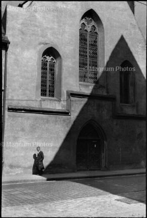 Learn Composition from the Photography of Henri Cartier Bresson Henri Cartier Bresson Shadow 007