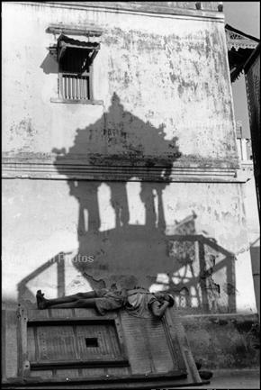 Learn Composition from the Photography of Henri Cartier Bresson Henri Cartier Bresson Shadow 002