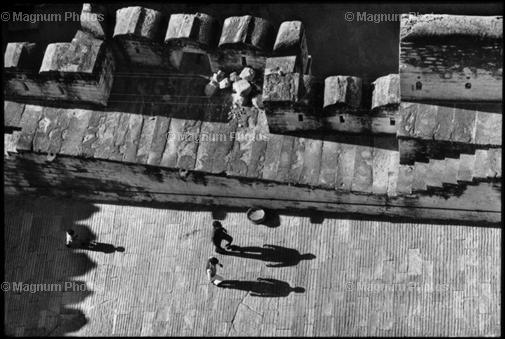 Learn Composition from the Photography of Henri Cartier Bresson Henri Cartier Bresson Shadow 005