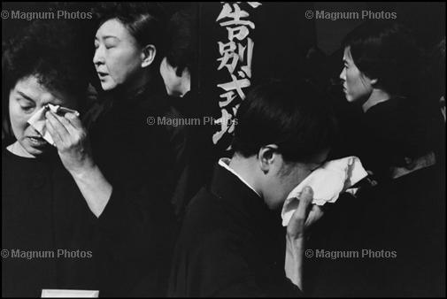 Learn Composition from the Photography of Henri Cartier Bresson Henri Cartier Bresson Japan